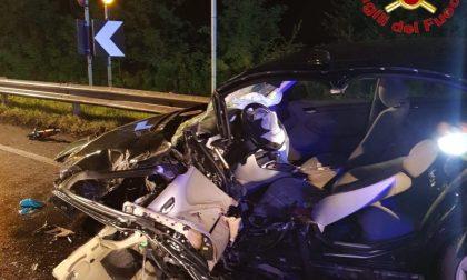 Frontale tra due vetture a Casalpusterlengo: tre feriti FOTO