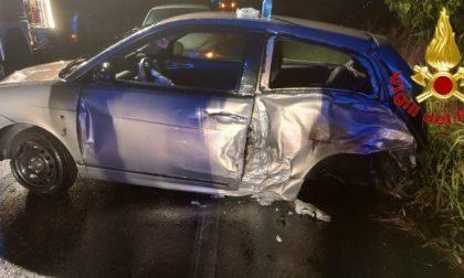 Incidente tra due vetture, soccorse due ragazze di 19 anni e un 74enne FOTO