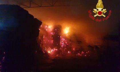 Brucia un fienile: Vigili del Fuoco ancora al lavoro a Cascina Boccalera FOTO