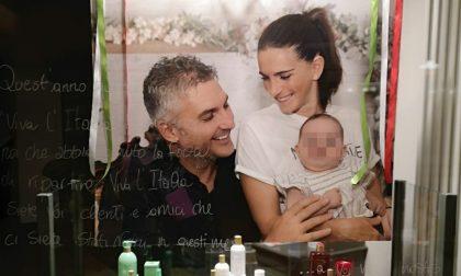 """""""Grazie a chi ci è stato vicino"""": la foto in vetrina della famiglia del paziente 1"""