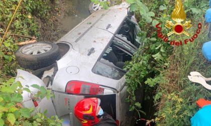Auto ribaltata in un fosso a Graffignana, muore conducente 22enne FOTO