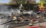 Incendio in una ditta, a fuoco una pila di divani