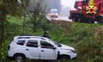 Auto sbanda e si ribalta a bordo strada: all'arrivo dei soccorsi non c'è nessuno