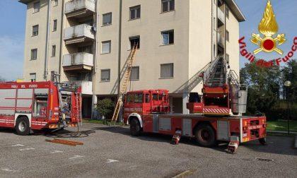 Incendio in un appartamento a Tavazzano, arrivano i Vigili del fuoco