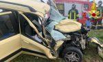 Scontro tra auto e furgone sulla provinciale, tre uomini feriti FOTO