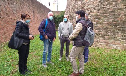 Lodi sotterranea: sopralluogo dell'assessore Maggi presso il fossato del Castello di Lodi