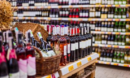 Coprifuoco. Dietrofront sugli alcolici: ok alla vendita nei supermercati dopo le 18