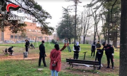 Scoperti al parchetto senza mascherina e fuori dal proprio comune di residenza: cinque persone nei guai