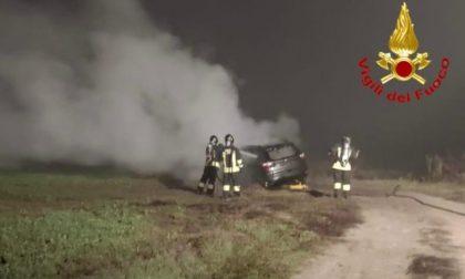 Auto in fiamme a Sant'Angelo Lodigiano, arrivano i Vigili del Fuoco