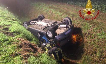 21enne perde il controllo dell'auto e finisce nel fosso FOTO