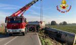 Paura sulla Sp115: autocisterna contenente gasolio si ribalta e finisce fuori strada FOTO e VIDEO