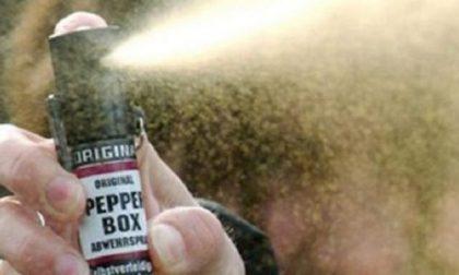 Tenta la fuga dall'ospedale spruzzando spray al peperoncino contro gli operatori