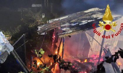 Baracca in fiamme a Lodi, i Vigili del fuoco scongiurano il peggio