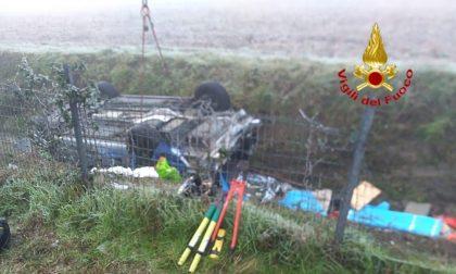 Testacoda sulla A1, 4 feriti e 4 auto coinvolte: una finisce nel fossato FOTO e VIDEO