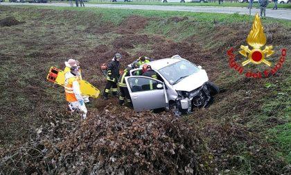 Violento scontro tra auto a Codogno, tre feriti in ospedale FOTO