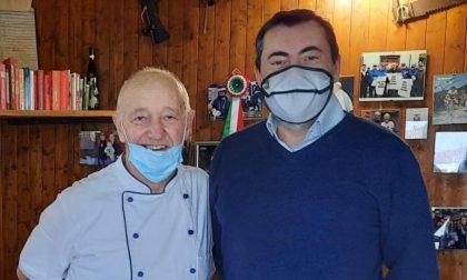 Il senatore Augussori (Lega) a pranzo all'osteria di Cattaneo, l'oste di Casaletto Lodigiano che uccise il ladro