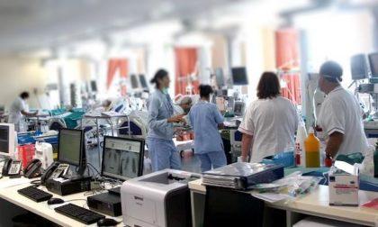 """Terapie intensive Lombardia: """"Prepararsi a riattivare 500 posti letto"""". Ma arriva la smentita"""
