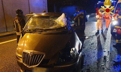 27enne perde il controllo dell'auto e si schianta nel sottopasso FOTO