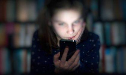 Abusa di tre ragazzine adescate sui social: pena esemplare di 19 anni per il pedofilo