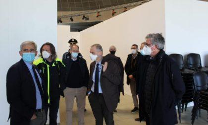 L'assessore alla Protezione Civile Foroni in visita al centro vaccinale di Sant'Angelo Lodigiano