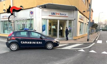 Aggredisce anziana mentre preleva al bancomat e le ruba mille euro