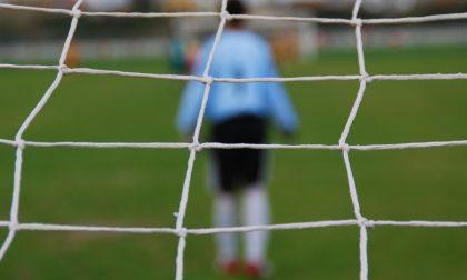 In 19 a giocare a calcio al campo sportivo (in barba ai divieti): scattano le sanzioni