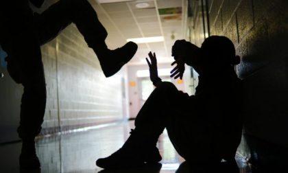 Ruppe il naso a un ragazzino e ne picchiò selvaggiamente altri due: 14enne nei guai