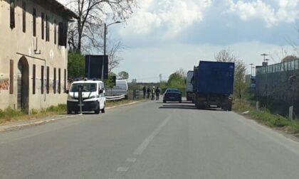 Camionista del lodigiano si sente male mentre guida, accosta e muore