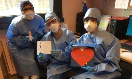 Fiori colorati e pensieri positivi per i malati Covid: ecco il cuore grande dei bambini