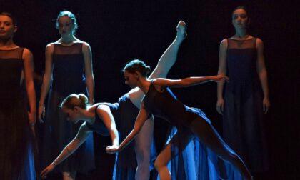 Sul palco del Teatro alle Vigne le danzatrici dell'Accademia di Musica e Danza Gaffurio