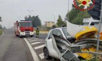 Schianto in Tangenziale Est, la Smart finisce contro il guard-rail
