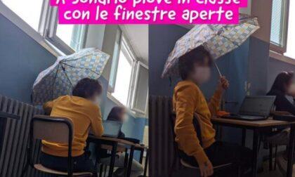 Non può chiudere la finestra e rimane in classe con l'ombrello aperto, la foto spopola su Instagram