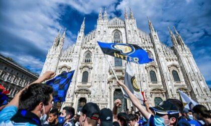 Trentamila tifosi interisti assembrati per la vittoria dello Scudetto, alla faccia del Covid