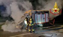 Trasporto cavalli in fiamme a Maleo, due animali messi in salvo