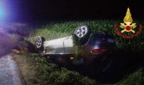 48enne perde il controllo dell'auto e finisce ribaltato fuori strada rimanendo incastrato