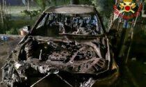 Auto parcheggiata prende fuoco a San Rocco al Porto
