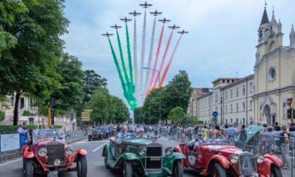 Mille Miglia 2021: le foto dei gioielli d'epoca che stanno girando l'Italia