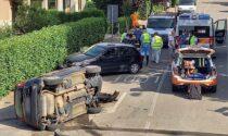 Schianto tra due vetture, una si ribalta: tre donne ferite