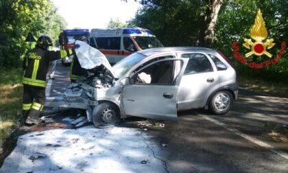 In auto contro un platano, schianto sulla via Emilia: 55enne in ospedale
