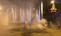 Incendio all'ex macello di Lodi, a fuoco materassi e altro materiale