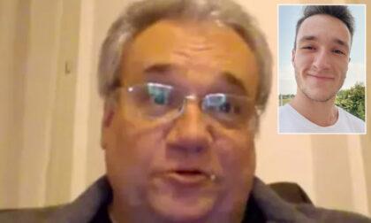 Figlio di medico morto per Covid zittisce i No-Vax in piazza