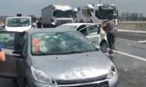 Maxi grandinata in Autostrada, auto distrutte costrette a fermarsi formano lunghe code