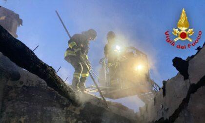 A fuoco il tetto di un'abitazione a Mirandolo Terme, i Vigili del fuoco evitano il peggio