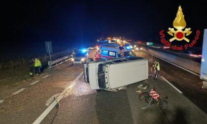 Van ribaltato in Autostrada: paura per due uomini, traffico bloccato
