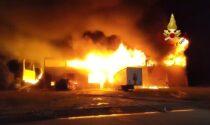 Il video dell'incendio che ha divorato un capannone vicino a Codogno