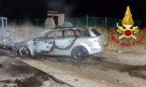 Incendio in serata nel Lodigiano, auto in fiamme a Mulazzano