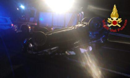 Si ribalta con l'auto, una ragazza di 21 anni soccorsa lungo la A1