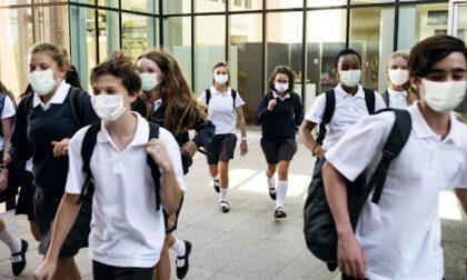 Bimbi mandati a scuola col Covid: denunciati mamma e medico di famiglia