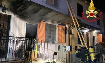 Appartamento in fiamme a Salerano: cani e residente salvati dai Vigili del fuoco