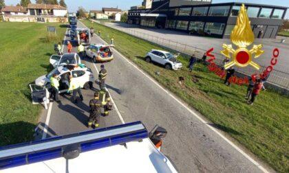 Scontro fra auto a Crespiatica, tre persone ferite e traffico bloccato
